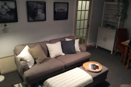 Cheltenham Central - Bath Road Apartment - Cheltenham
