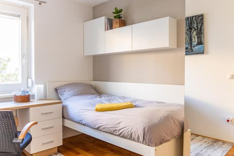 Your Home♥ bright Room near MetroⓂ &Lake + Parking