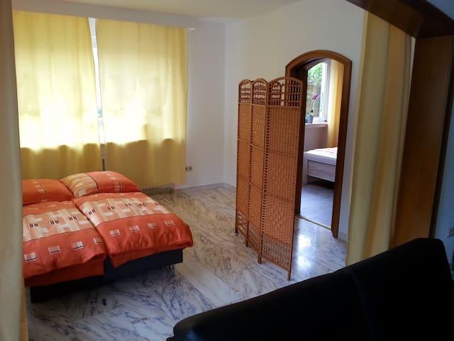 Schlafzimmer/Nebenschlafzimmer haben eine abschließbare Tür