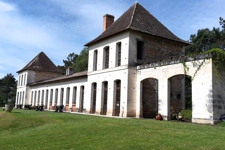Château Neuf Le Désert Studio
