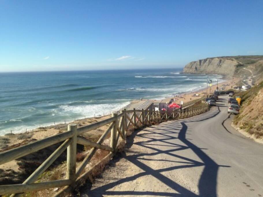 A Praia Azul fica localizada na freguesia de Silveira com um areal bastante extenso e um belo sistema dunar, terminando nas margens do Rio Sizandro.