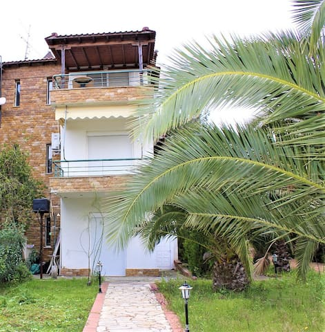 3 floor House with garden / 150 m to the Βeach