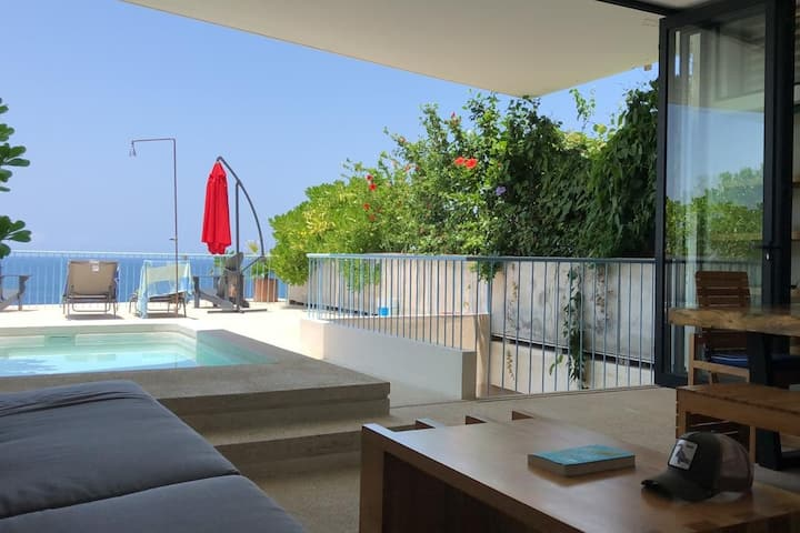 Fascinating ocean front Villa at La Escondida