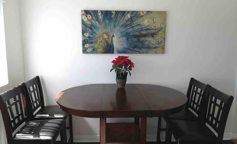 尔湾(IRVINE)高级公寓二室一浴,适合待产、旅游、探亲 2B1B Condo