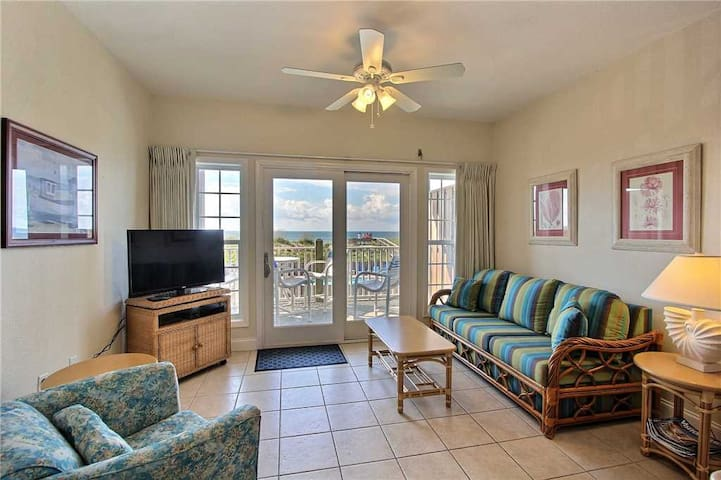 OCEANFRONT Condo in Hatteras- Elevator, Community Pool