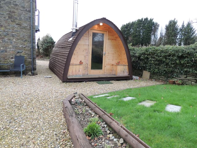 Cosy Glamping Pod in Private Countryside Setting