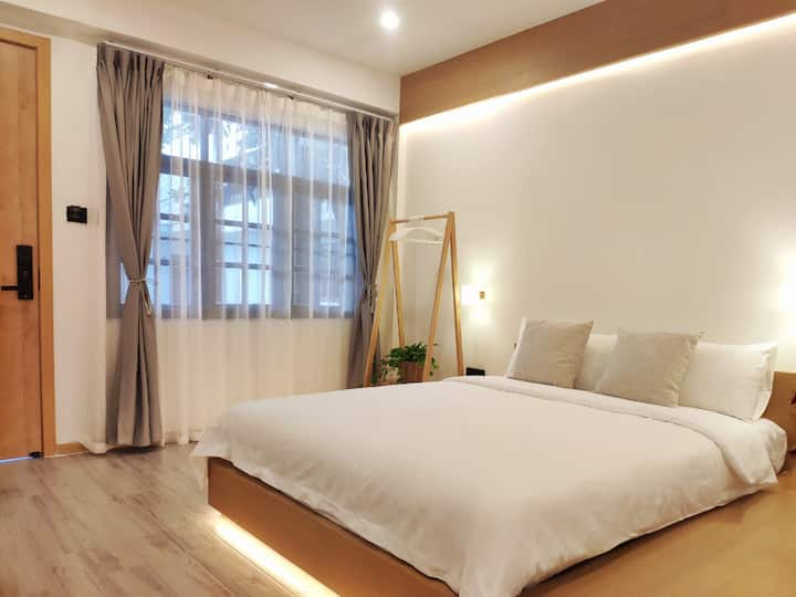 Cute little hotel in heart of Chiang Mai city-SD02