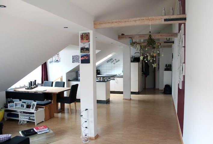 Wunderschöne Dachgeschosswohnung mit Logia - Nürnberg - Квартира