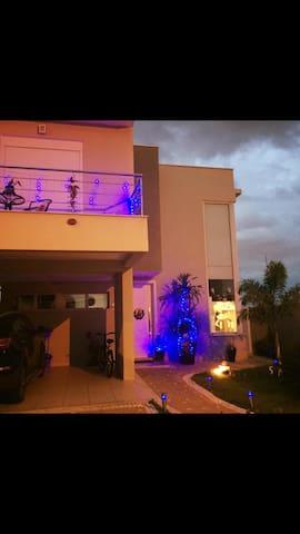 Linda casa em condomínio fechado - Campinas - House