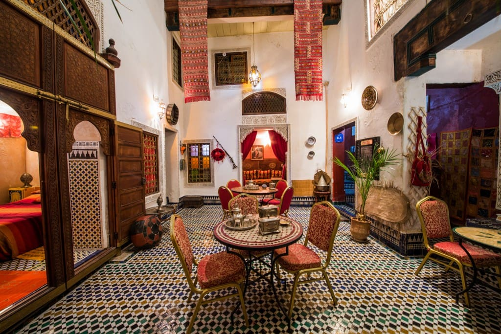 Tamo terrace room breakfast wifi bed and breakfasts en for Airbnb fez