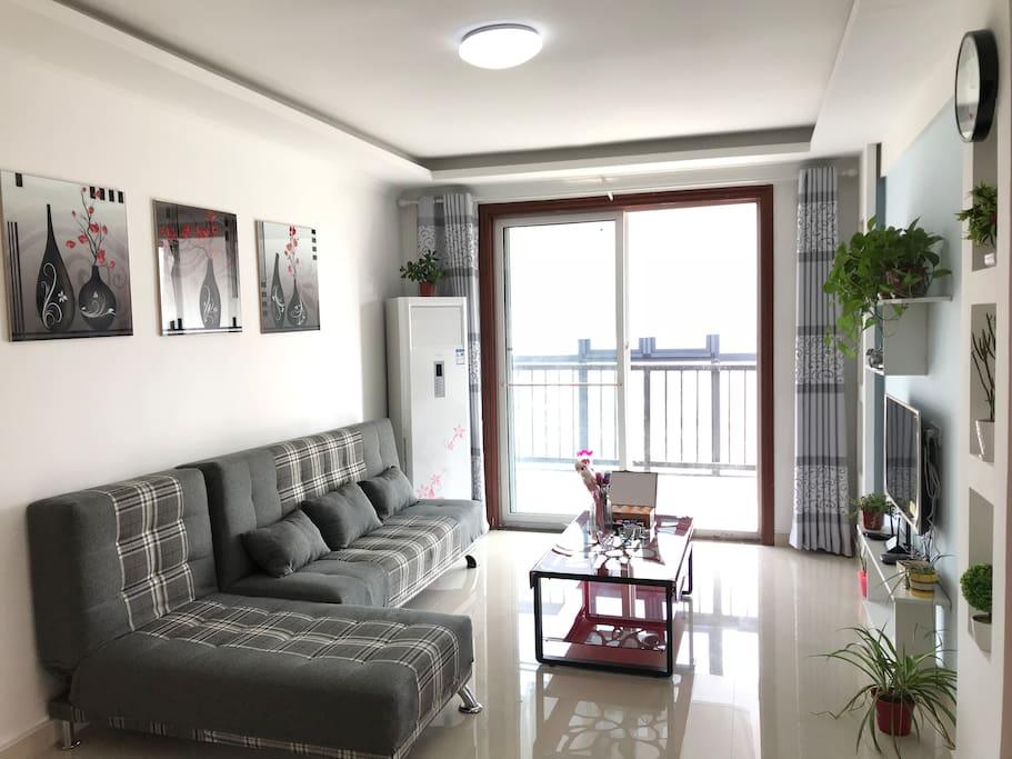 卧室采光好,大飘窗,视野无限! 有线电视、无线wifi上网,环境优雅、舒适!