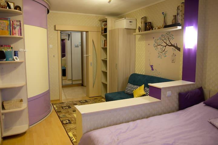 Удобная квартирка в спальном районе - Sankt-Peterburg - Departamento