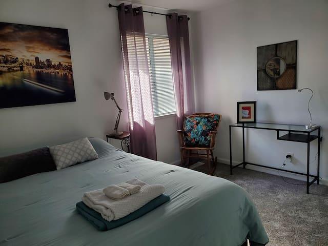 Clean & Cozy Room