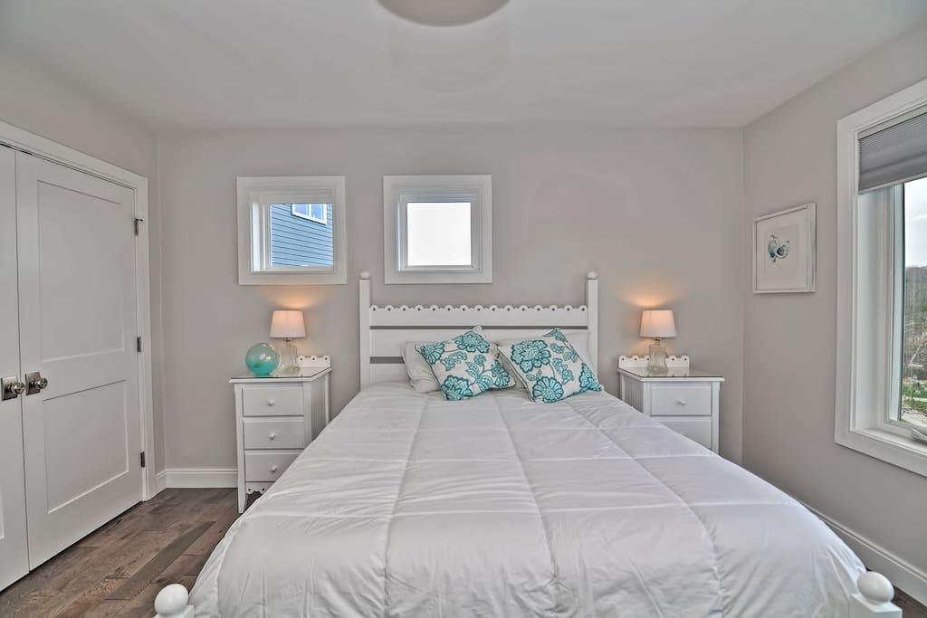 Diamond in the Sky-Bedroom 2: Queen bedroom.