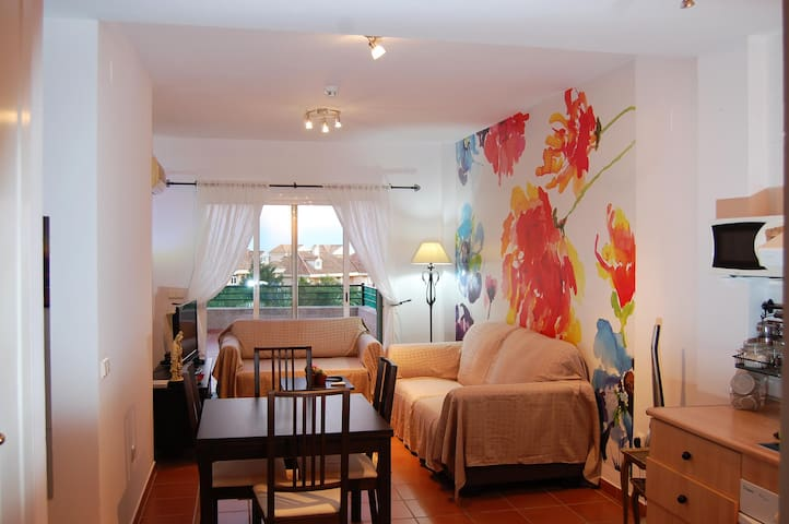 Apartamento tranquilo y luminoso. Bright and quiet