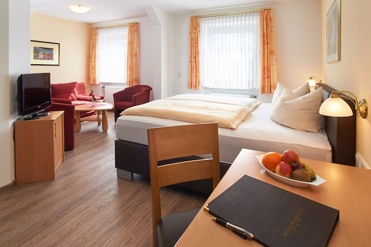 """Gasthof Gigl (Neustadt a.d. Donau), Superior Zimmer """"Hallertau"""" (23qm)"""