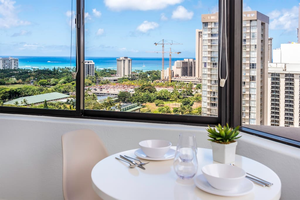 Enjoy breakfast, lunch, or dinner from the breakfast nook with a great view