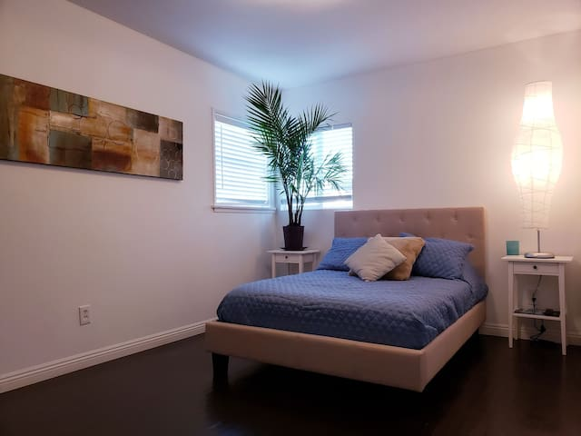 10min from LAX & BEACH ,Comfort, and location
