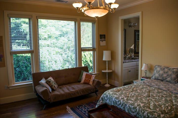 Cozy lodging in Anderson Valley