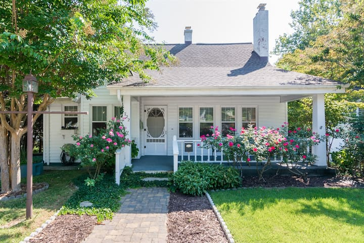 Tracy`s Downtown Cottage in Hendersonville