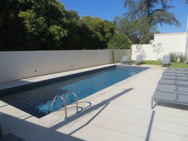 Gemeenschappelijk verwarmd zwembad