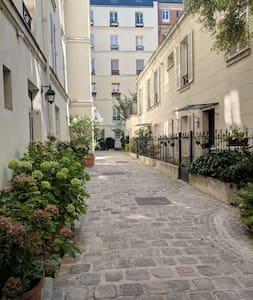 Studio de charme à South Pigalle (Paris IX) - B