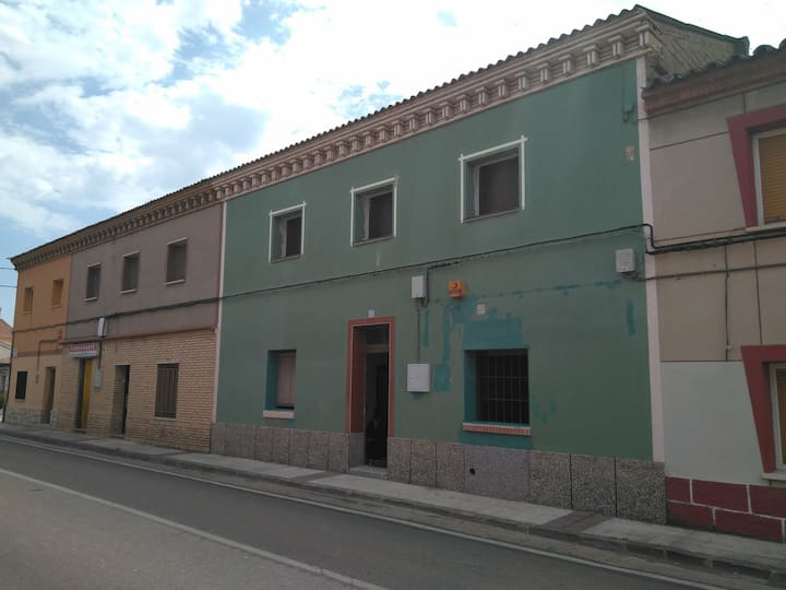 Casa 5 habitac  9 min. OPEL , 25 min. de Zaragoza