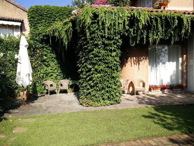 Con giardino esclusivo nel comprensorio di un golf - Garlenda - Lejlighed
