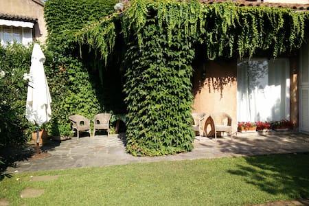 Con giardino esclusivo nel comprensorio di un golf - Garlenda