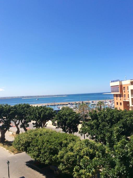 Panorama del porto dal balcone