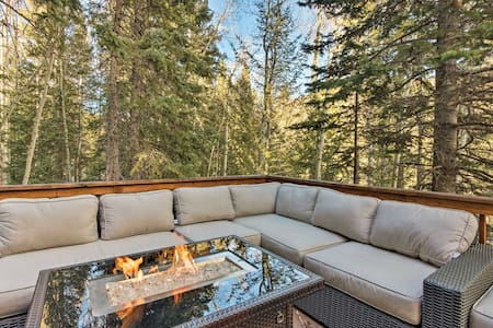Idaho Springs Cabin w/ Hot Tub on 1/2 Acre!