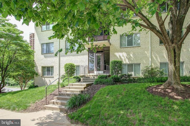 Awesome condo close to Nation's Capital