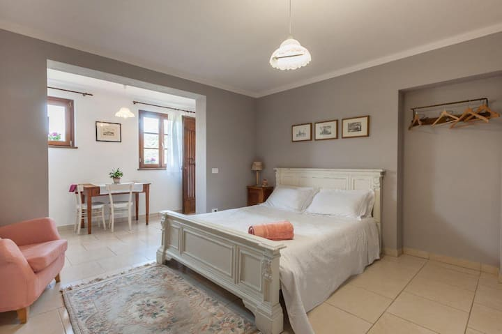 Studio in Tuscan Country House  WiFi & parking.