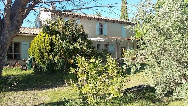Maison typique provençale dans le Luberon