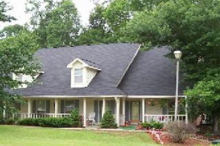 Cozy 2 BDR 2BA in Conyers, Sleeps 4 - Conyers - Byt