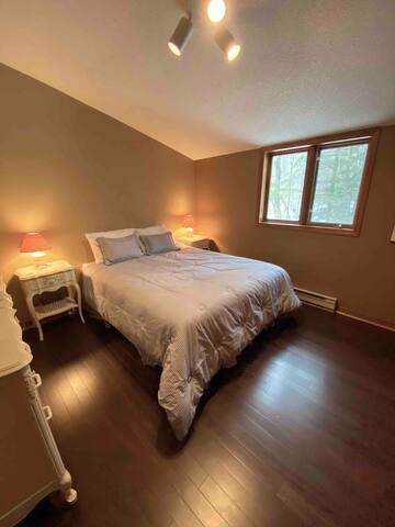 Queen Bedroom 3 (second floor)