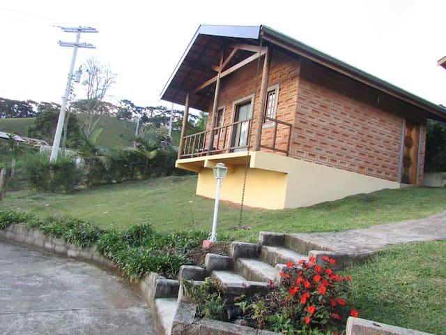 Chalé   Cantinho da Montanha  (1)