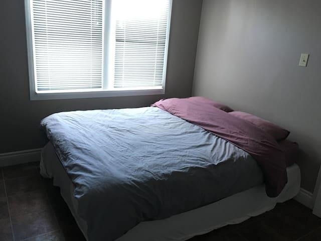 Cozy Room in Crescent Heights - Calgary - Haus