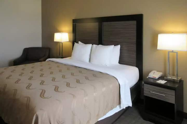 MacStay I Private King Room   Valencia & Tuscon Rd