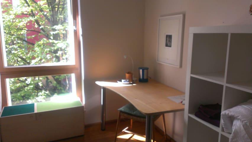 Ruhiges , geschmackvolles , gemütliches Zimmer