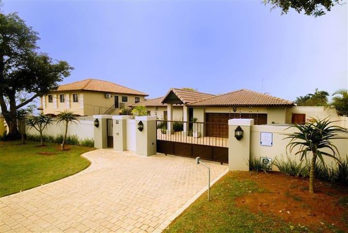 12 Armstrong Avenue - Umhlanga - Hus