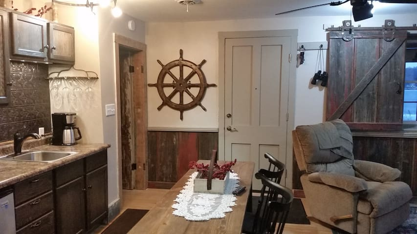 Historic Riverboat Captain's house - Le Claire - Appartement