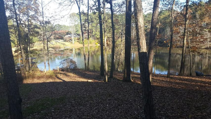 Gorgeous South Atlanta Lake Cabin - Stockbridge - Huis