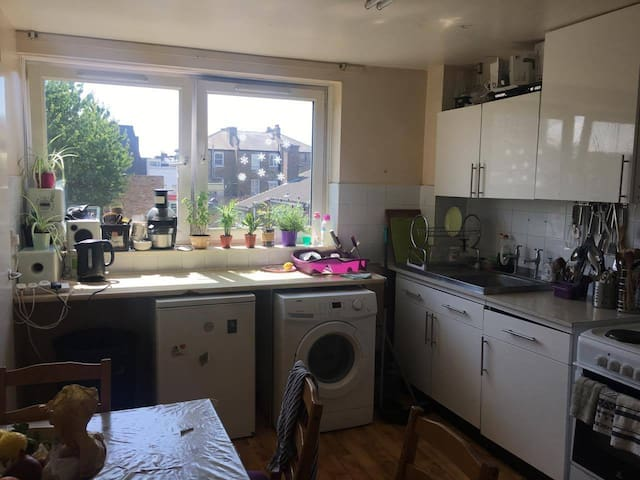 Double Room in Fulham!