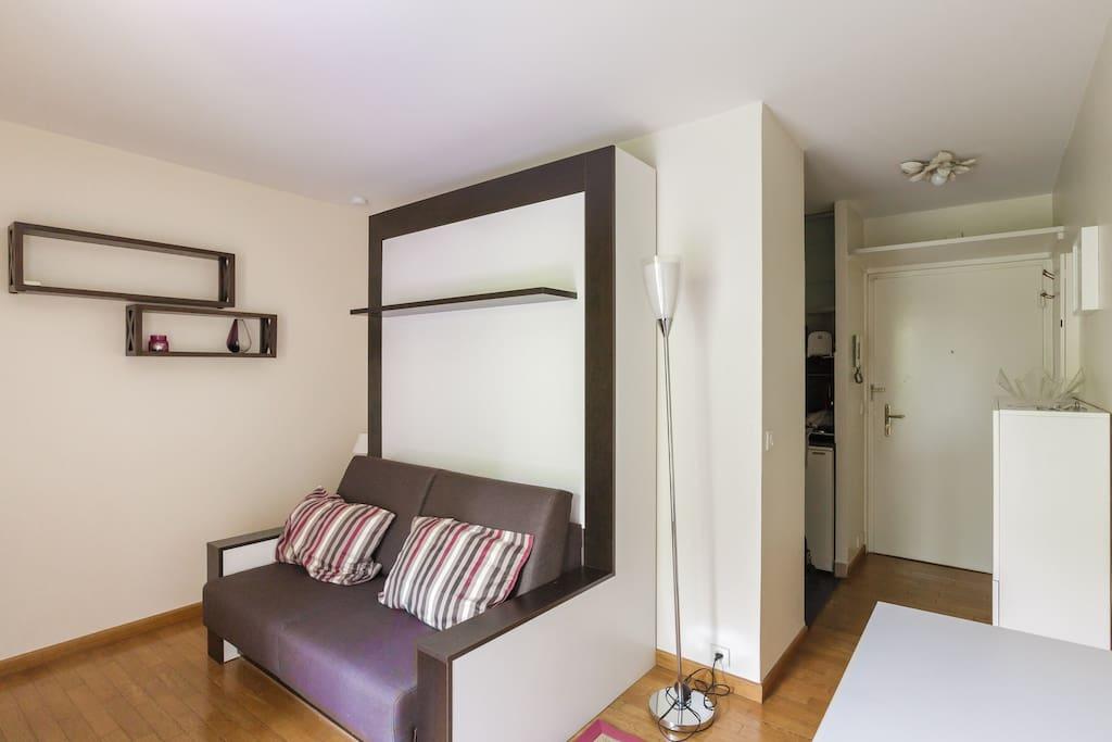 studio avec balcon en face du jardin des plantes apartments for rent in paris le de france. Black Bedroom Furniture Sets. Home Design Ideas