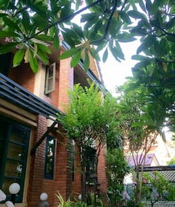 Green tails - paws& ur guest house - Ladprao