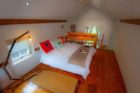 Sunny 2 level cottage, built for comfort.