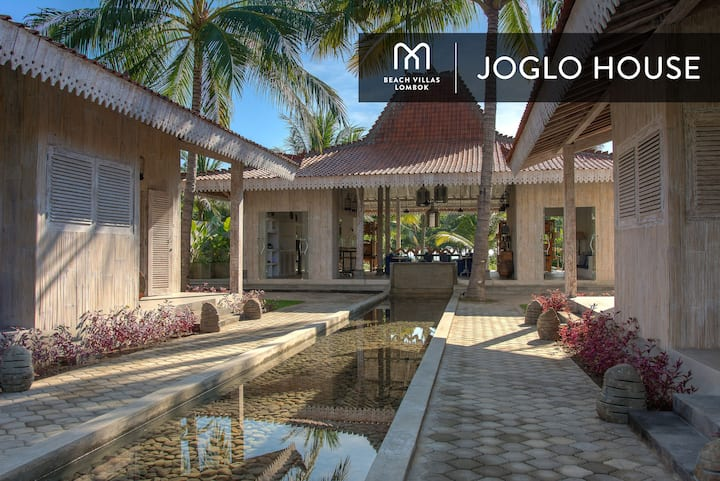 THE JOGLO HOUSE:  Three Bedroom Beach Front Villa