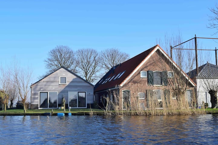 Apartment 2 at waterside 20 km from Amsterdam