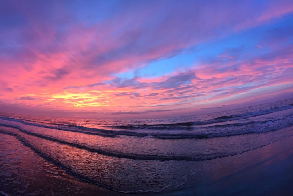 Unbelievable Sunrises on Myrtle Beach's Golden Isle! Short walk from Hazie Days!